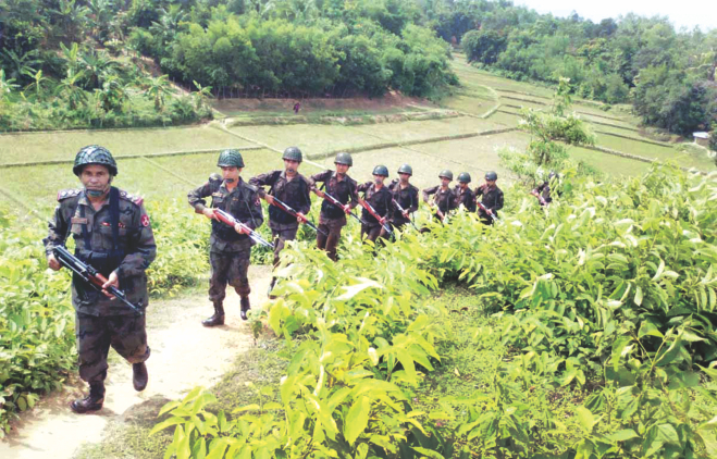 BGB troops patrol the Bangladesh-Myanmar border at Naikkhangchhari in Bandarban yesterday. Photo: Banglar Chokh