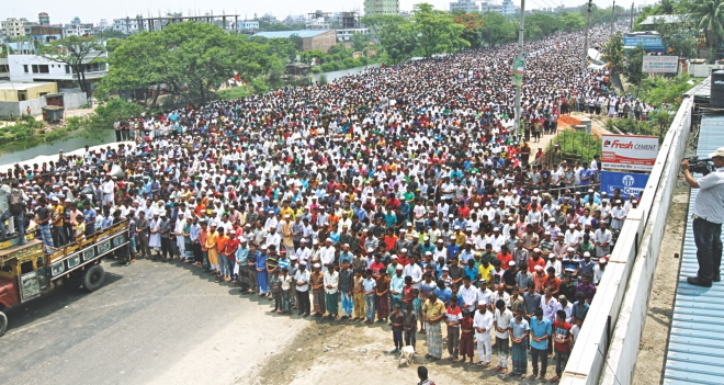 Thousands join the namaz-e-janaza on Dhaka-Chittagong highway yesterday for Nazrul Islam and his driver Jahangir who were abducted, murdered and dumped into the Shitalakkhya. Photo: Star