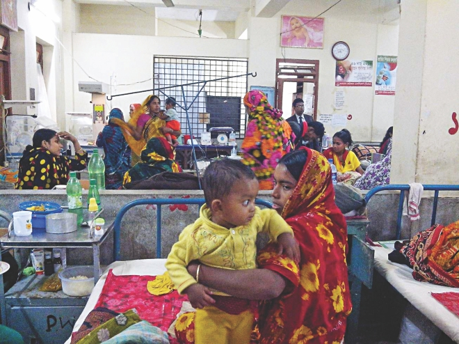 Narail Sadar Hospital struggles to cope with pneumonia and other cold related disease affected children as the number of such patients marks rise amid the persistent cold wave sweeping the region. The photo was taken on Monday. PHOTO: STAR