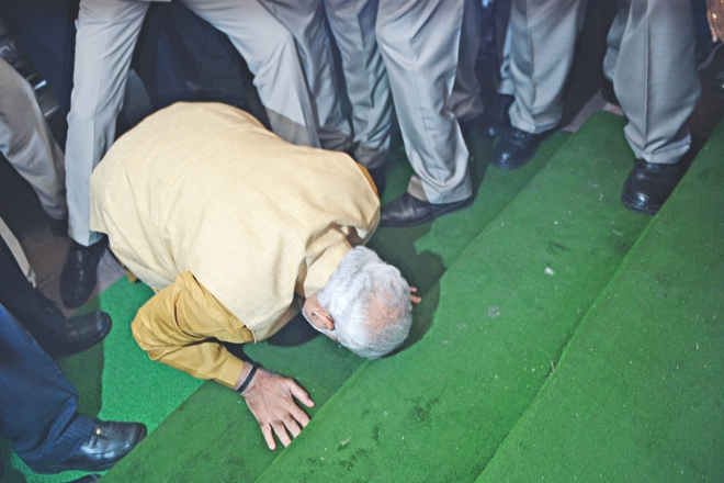 Indian Bharatiya Janata Party (BJP) leader and the Natioal Democratic Alliance (NDA) prime ministerial candidate Narendra Modi prostrates after arriving on the first step of the Parliament building in New Delhi, yesterday. India's prime minister-elect Narendra Modi choked back tears and promised to try to live up to expectations as he made his first visit to parliament since his sweeping election victory. Photo: AFP