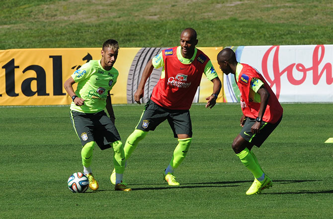 Brazil's Neymar (L), Maicon (C) and Ramires during a training session for the World Cup 2014 in Teresopolis, Rio de Janeiro state, Brazil on July 2, 2014. Photo: Getty Images