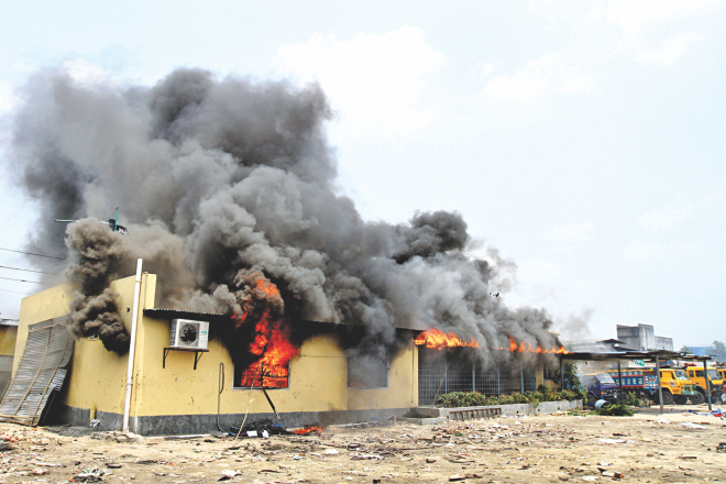 The business office of Nur Hossain in Simrail of Naryanganj is on fire after it was set alight by angry locals yesterday. After the bodies of Narayanganj city councillor Nazrul Islam and five others were found floating in the Shitalakkhya on Wednesday, family members pointed the  finger at ward councillor Nur Hossain and Siddhirganj Awami League leader Yasin, both aides to AL lawmaker Shamim Osman. Photo: star