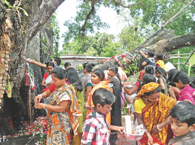 People of the Hindu community gather under the banyan tree with food and other offerings. PHOTO: STAR