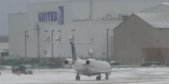 United Airlines plane in Cleveland, Ohio