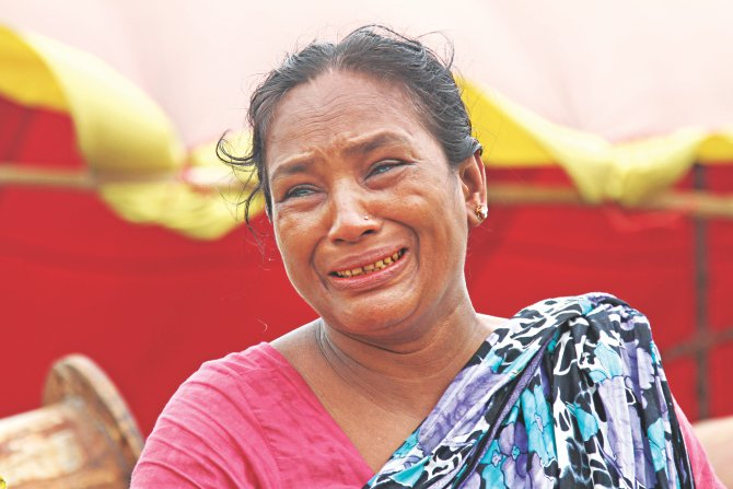 Rekha, a resident of Faridpur, bursts into tears at Mawa terminal on the bank of the Padma as seven members of her family remain missing in the Pinak-6 disaster.   Photo: Sk Enamul Haq