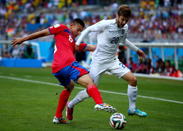 Oscar Duarte of Costa Rica challenges Adam Lallana of England during the 2014 FIFA World Cup Brazil Group D match between Costa Rica and England at Estadio Mineirao on June 24, 2014 in Belo Horizonte, Brazil. Photo: Getty Images