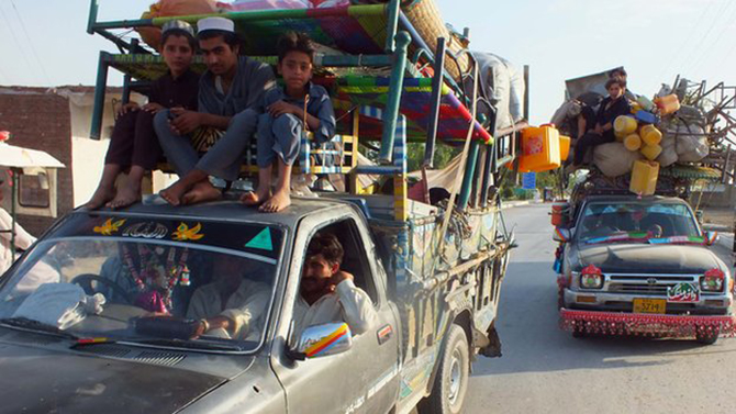 Internally displaced Pakistanis arrive in Bannu, a town on the edge of Pakistan's lawless tribal belt of Waziristan, on 11 June 2014.  Thousands of people have fled the region amid fears of a widescale military offensive against the militants. Photo: BBC