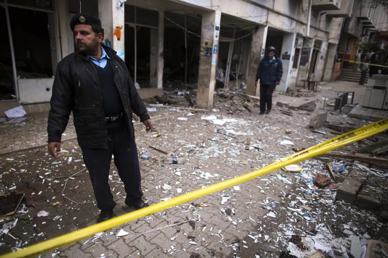 A policeman cordons off the site of a bomb attack at the district court in Islamabad March 3, 2014. Photo: Reuters.