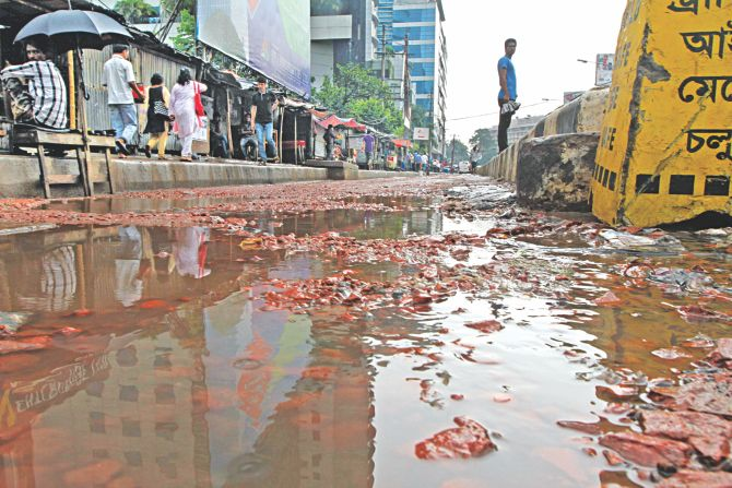 This lane on Panthapath which leads vehicles to Kazi Nazrul Islam Avenue has been in this sorry state for months as it was dug up for repairs underneath and not mended properly. The photo was taken near Bashundhara City shopping centre. Photo: Sk Enamul Haq