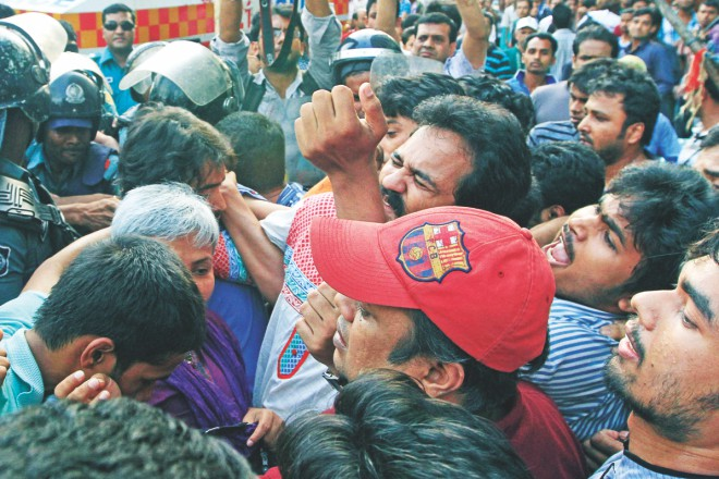 The Mancha spokesperson, Imran H Sarker, obstructed from heading towards Shahbagh intersection. Photo: Palash Khan