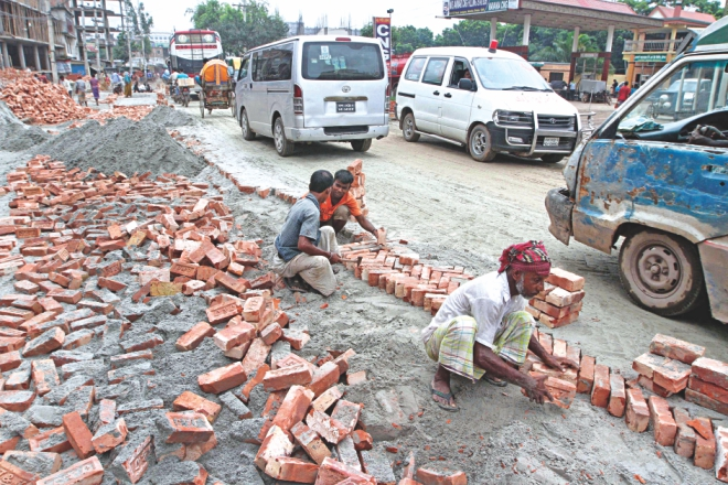 The pothole- riddled road creates day-long traffic jams. Photo: Palash Khan