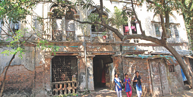 A total of 17 families of policemen now occupy the Abdur Rahman Hall of Jagannath University in Armanitola of Old Dhaka.  Photo: Palash Khan