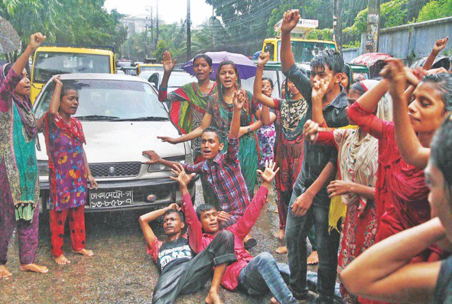 Workers of garment factory Maggie and Liz Corporation (Pvt) Ltd block Nur Ahmed Road in Chittagong city demanding Eid bonus.  Photo: Star