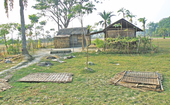Unable to bear the social stigma, the family of a rape victim of the post-polls atrocities on the Hindus at Hazarail village in Monirampur, Jessore, dismantle their huts to move elsewhere.  Photo:  Star