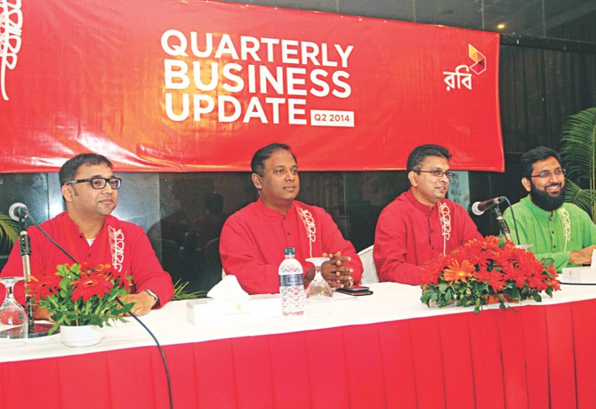 Second from right, Supun Weerasinghe, chief executive of Robi, speaks on the business performance of the mobile operator at Ruposhi Bangla Hotel in Dhaka yesterday. Mahtab Uddin Ahmed, chief operating officer, was also present. Photo: Star
