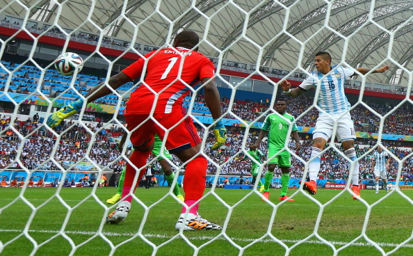Marcos Rojo of Argentina scores his team's third goal past Vincent Enyeama of Nigeria during the 2014 FIFA World Cup Brazil Group F match between Nigeria and Argentina at Estadio Beira-Rio on June 25, 2014 in Porto Alegre, Brazil. Photo: Getty Images