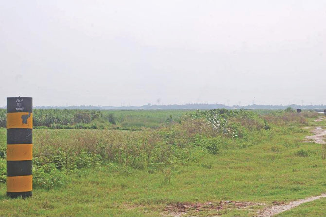 The pillar on the left marks the boundary of Rooppur nuclear power plant project and the river Padma was supposed to be close by. But over the years the river has moved a distance and the plant site now is 2.5km away from the flow of the river. Photo: Star