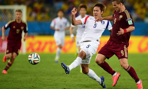 South Korea's defender Kim Young-Gwon (L) vies with Russia's forward Alexander Kokorin during a Group H football match between Russia and South Korea in the Pantanal Arena in Cuiaba during the 2014 FIFA World Cup.Photo:AFP/Getty Images
