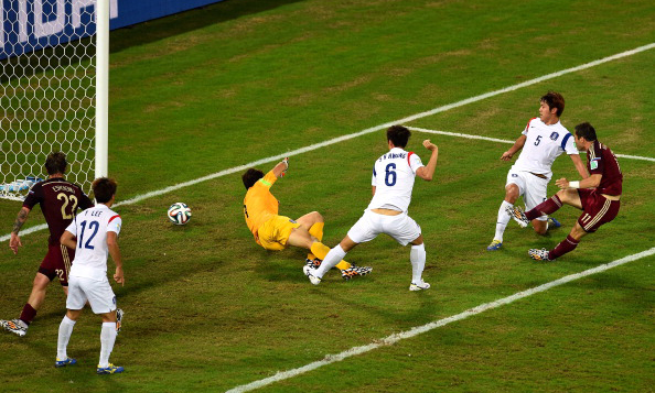 Aleksandr Kerzhakov of Russia shoots and scores his team's first goal past goalkeeper Jung Sung-Ryong of South Korea during the 2014 FIFA World Cup Brazil Group H match between Russia and South Korea at Arena Pantanal in Cuiaba, Brazil. Photo: Getty Images