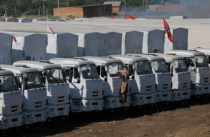 A Russian convoy of trucks carrying humanitarian aid for Ukraine is parked at a camp near Kamensk-Shakhtinsky, Rostov Region, August 15. Photo: Reuters