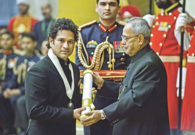 Sachin Tendulkar receiving the Bharat Ratna award from Indian president Pranab Mukherjee in New Delhi on Tuesday. PHOTO: AFP
