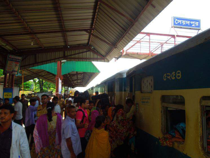 Saidpur railway station sees thronging of train passengers but many of them, especially those heading for Dhaka after the Eid holidays, fail to get tickets as the recently added Eid special coach was withdrawn from intercity Nilsagor Express seven days before the stipulated time of August 10.   PHOTO: STAR