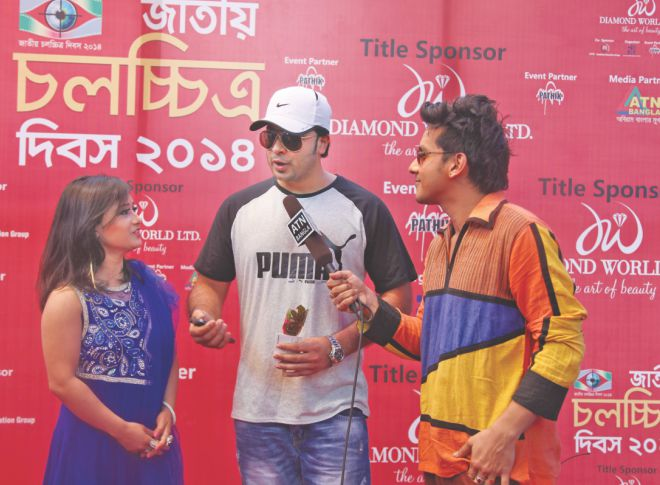 Shakib Khan is interviewed on the red carpet.  Photo: Ridwan Adid Rupon