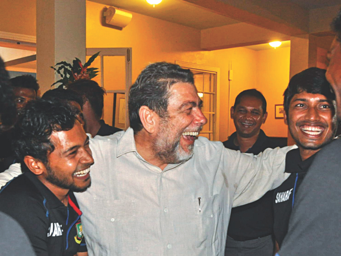 Bangladesh captain Mushfiqur Rahim (L) and opening batsman Anamul Haque (R) enjoy the company of St Vincent's Prime Minister Ralph E Gonsalves during an official reception for the Tigers and the West Indians at the prime minister's residence in Kingstown on Wednesday. Team manager and former Test captain Habibul Bashar is also seen. PHOTO: WICB