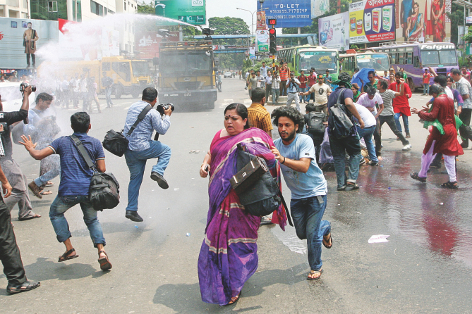 Protesters back to Shahbagh
