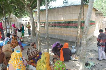 Treatment seekers throng the so-called mazar (shrine), set up a few months ago, at Khetupara village in Sujanagar upazila under Pabna district. PHOTO: STAR