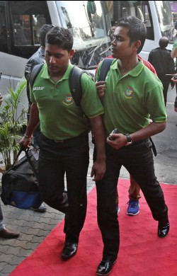 Bangladesh cricketers Imrul Kayes (R) and Shamsur Rahman arrive at the team hotel yesterday, ahead of Tuesday's second Test against Sri Lanka in Chittagong. The two openers will fight for the same spot as Shamsur failed to impress in the first Test. Photo: Star