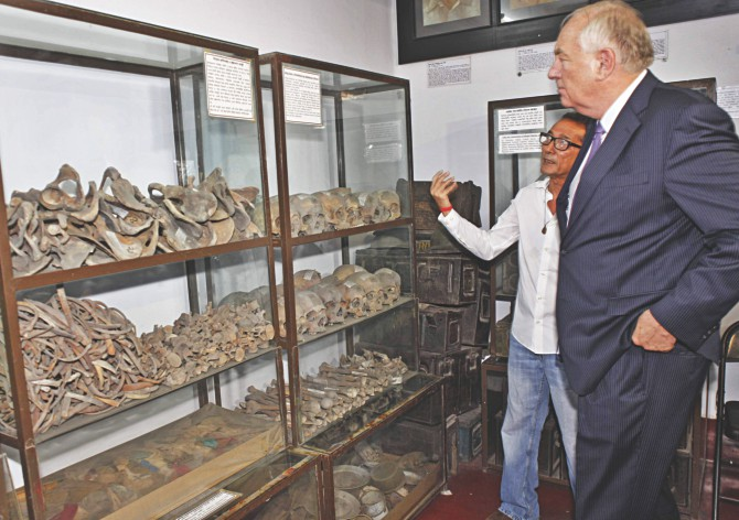 Stephen J Rapp, US ambassador-at-large for war crimes issues, looks at the remains of some of the country's martyrs at Liberation War Museum in the capital yesterday, accompanied by Akku Chowdhury, a freedom fighter also a trustee of the museum. Photo: Star