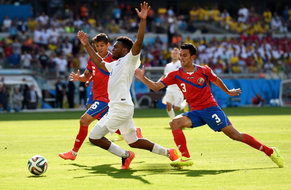 Daniel Sturridge of England reacts as he's challenged by Cristian Gamboa (L) and Giancarlo Gonzalez of Costa Rica during the 2014 FIFA World Cup Brazil Group D match between Costa Rica and England at Estadio Mineirao on June 24, 2014 in Belo Horizonte, Brazil. Photo: Getty Images