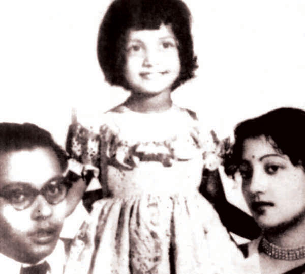 Suchitra Sen with Husband & Daughter