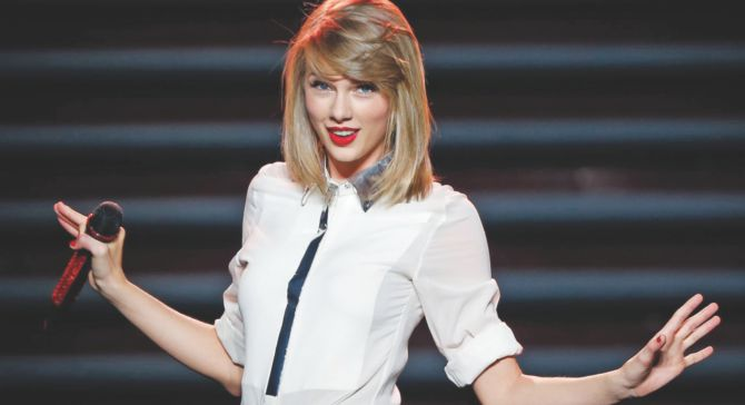 """Taylor Swift trademarks """"1989"""" phrases"""