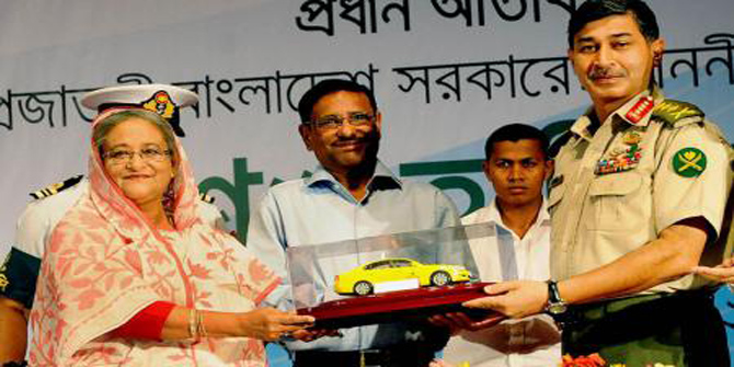Prime Minister Sheikh Hasina launches new taxicab service at Army Golf Club in Dhaka. Photo: Prothom Alo.