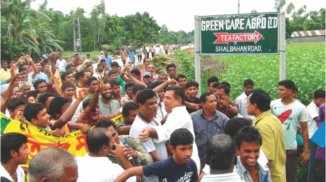 Tea growers demonstrating on the streets for fair price in front of a tea factory.  PHOTO: STAR