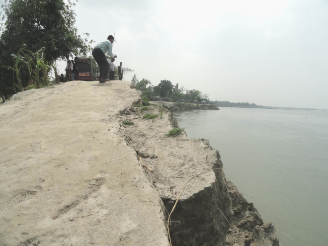 Erosion by Dharla river in Lalmonirhat Sadar upazila devouring a road in Kulaghat village. PHOTO: STAR