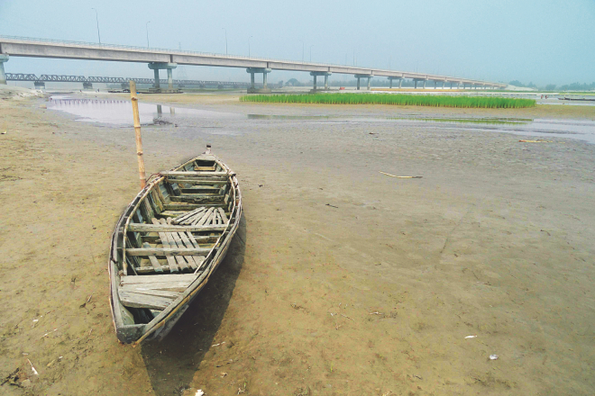 The almost dry Teesta river near the Teesta rail and road bridges in Lalmonirhat. Farmers are now counting the cost of the drop in the water level of the Teesta. Photo: Star