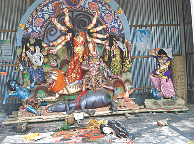 Criminals vandalised the idols of a Hindu temple at Bathania Chala of Kaliakoir in Gazipur late Tuesday night and left a note. Photo: Star
