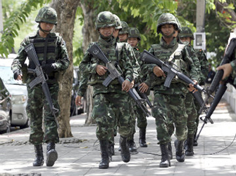Thai soldiers march while changing positions with fellow soldiers on a street in Bangkok, Thailand on May 29. Photo: AP