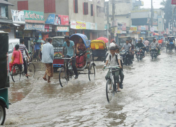 The main roads of Thakurgaon town went under water following moderate rainfall yesterday, exposing the poor drainage system in the district headquarters. The photo was taken from Bangabandhu Road. PHOTO: STAR