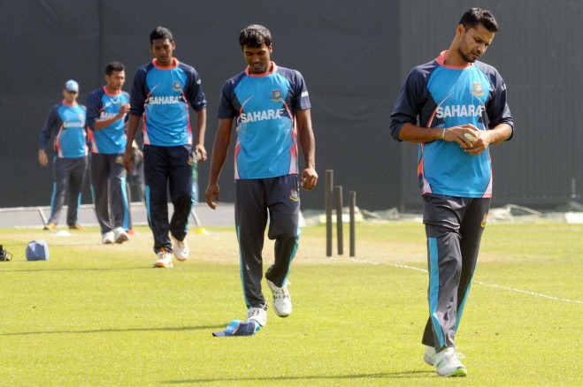 THE SPEEDWAGON! Bangladesh pacers (R-L) Mashrafe Bin Mortaza, Rubel Hossain, Al-Amin Hossain and Shafiul Islam line up to bowl in the nets during a training session at the Sher-e-Bangla National Stadium yesterday. Mashrafe may be back for the Tigers for today's second one-day international against Sri Lanka. Photo: Star