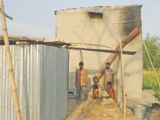 Tobacco workers unaware about health problems working at their kiln. PHOTO: STAR
