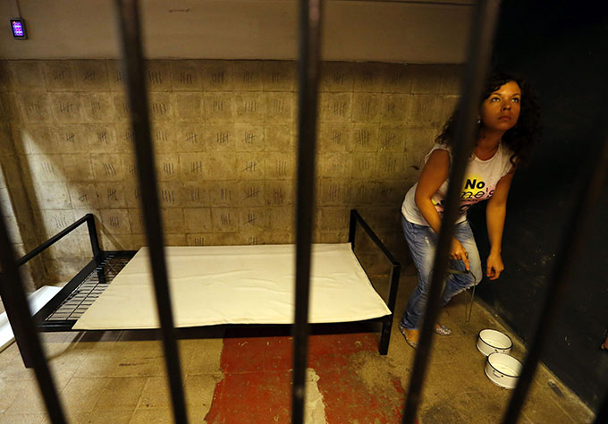 A player searches for clues at the Prison escape room at TrapFactory in Budapest August 4, 2014. Photo: Reuters