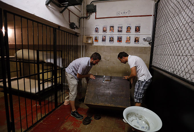 Players search for clues at the Prison escape room at TrapFactory in Budapest August 4, 2014. Photo: Reuters