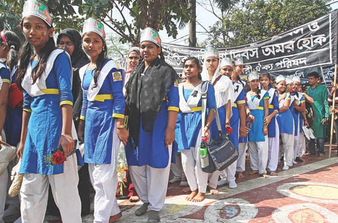 School children wait their turn near the monument.  Photo: Sk Enamul Haq, Anisur Rahman, Palash Khan