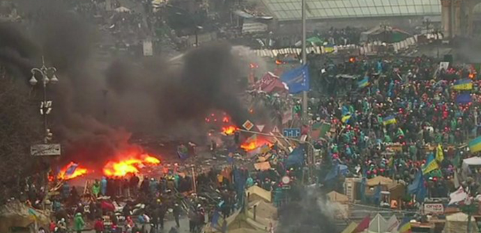 Tear gas and petrol bombs are thrown in Independence Square. Photo: BBC