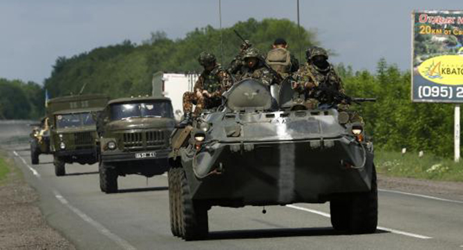 Ukrainian army armoured fighting vehicles and ambulances drive towards the eastern Ukrainian town of Slaviansk May 13. Photo: Reuters