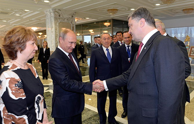 Russian President Vladimir Putin (2nd L) shakes hands with his Ukrainian counterpart Petro Poroshenko, as European Union foreign policy chief Catherine Ashton (L) and Kazakh President Nursultan Nazarbayev (C) stand nearby, in Minsk August 26, 2014. Photo: Reuters